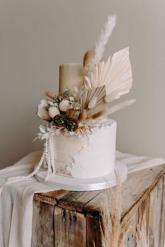 Pompastiškas vestuvinis tortas